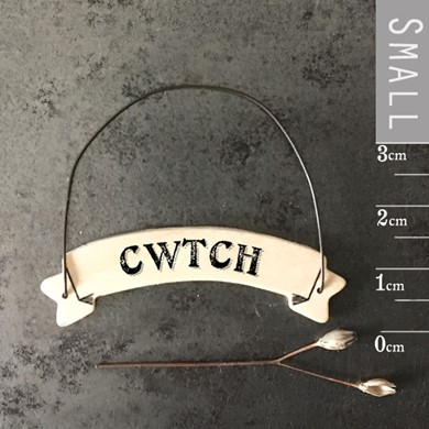 'Cwtch' ribbon tag